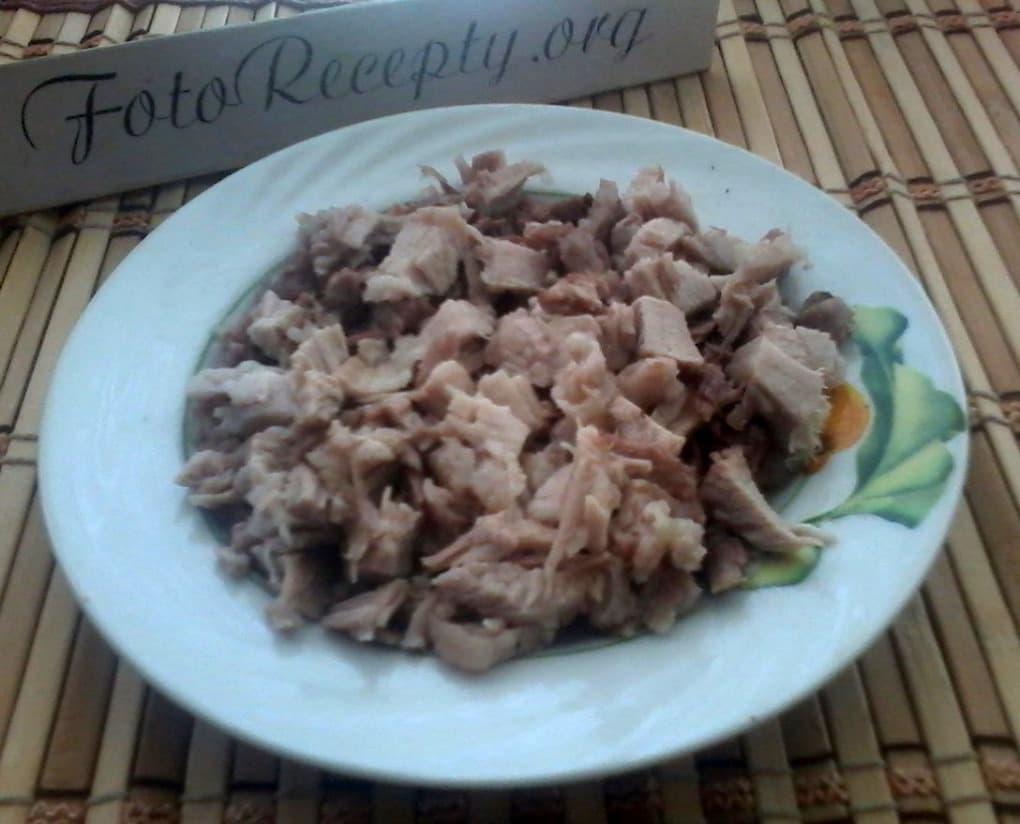 1. Салат с виноградом и курицей - подготавливаем мясо.jpg
