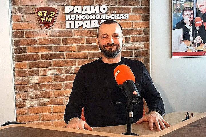 """Руслан Белый в студии Радио """"Комсомольская правда""""."""