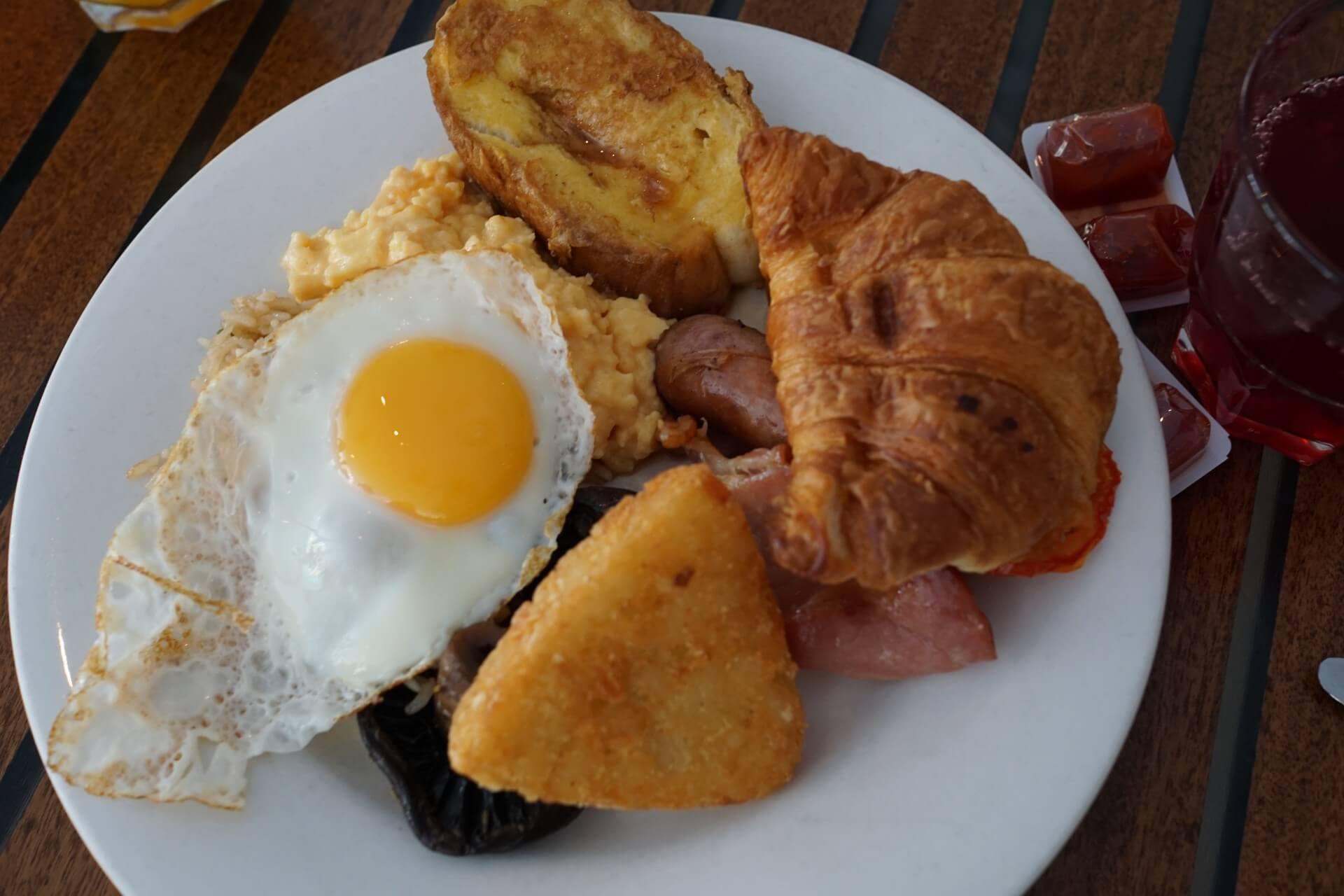 朝食タイム