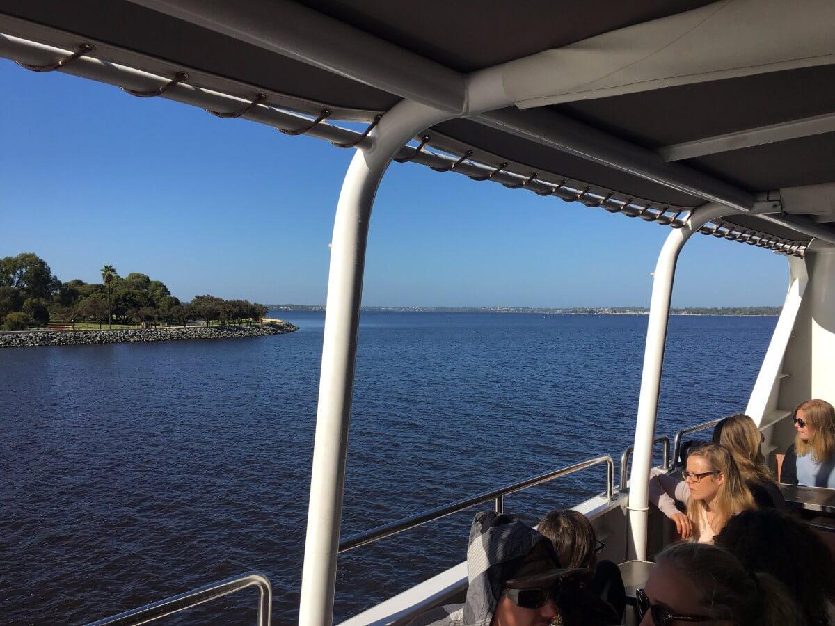 フェリーでロットネス島出発