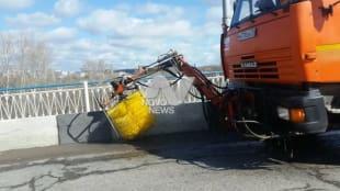 В Ульяновске моют дороги, мосты и тротуары