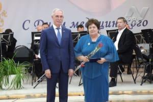 Губернатор Ульяновской области вручил сельским докторам сертификаты на 1 млн рублей