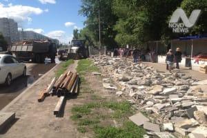 На улице Рябикова в Ульяновске демонтируют торговые павильоны
