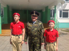 Юнармейцы из Ульяновска получили именные часы от полпреда Президента