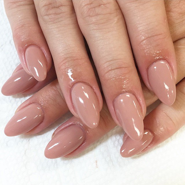 nude-almond-nails