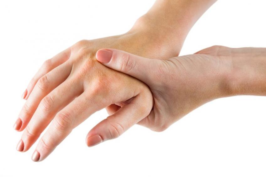 Почему руки сводит судорогой причины и лечение