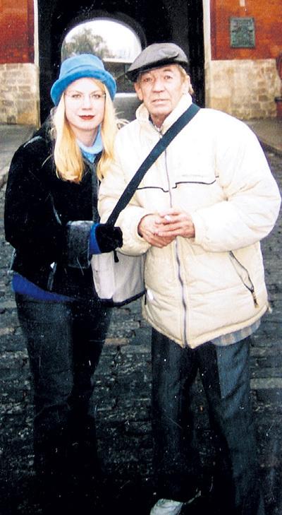 Ленка БУРДОВА очень похожа на папу в молодости...