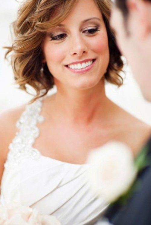 свадебные прически на волнистые волосы фото