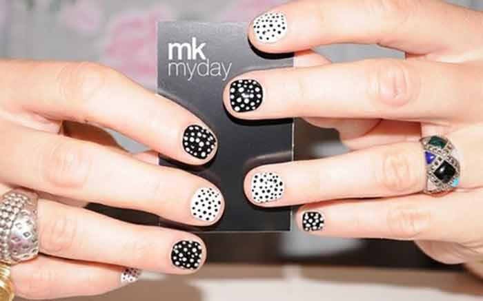 Nail art in small nails