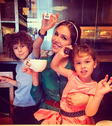 Абрамович с жуковой и детьми