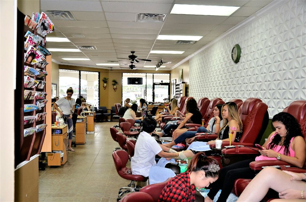 Pampered nails lone tree