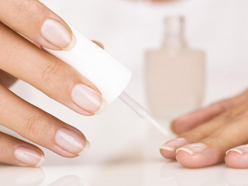 Нэйл-индустрия предлагает большое количество средств для ногтей самого различного действия
