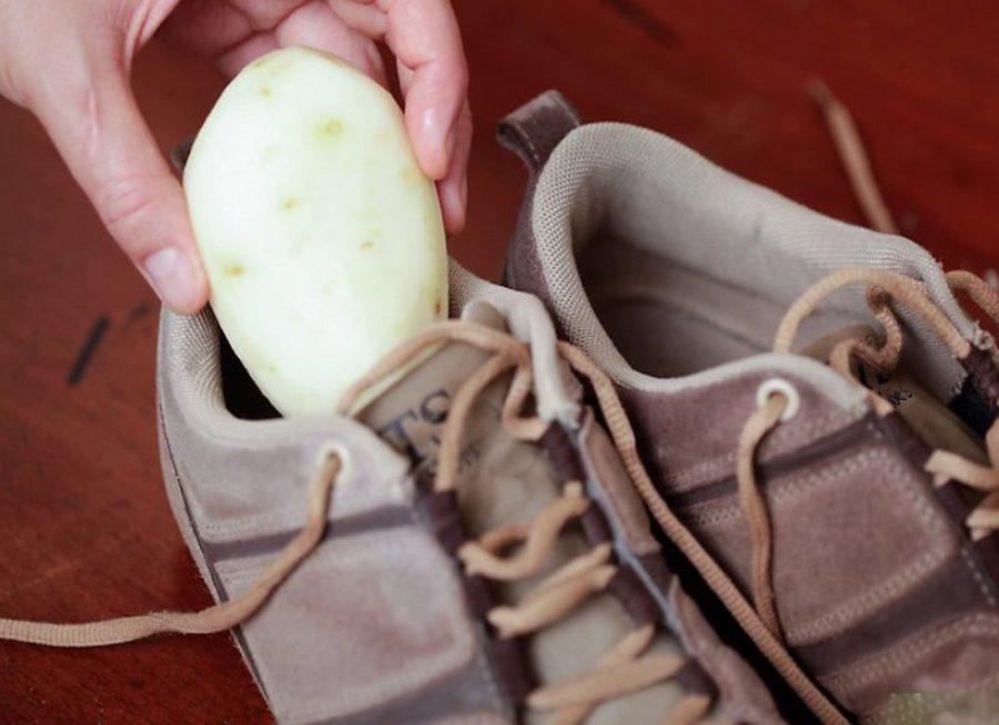 растянуть обувь с помощью картофеля