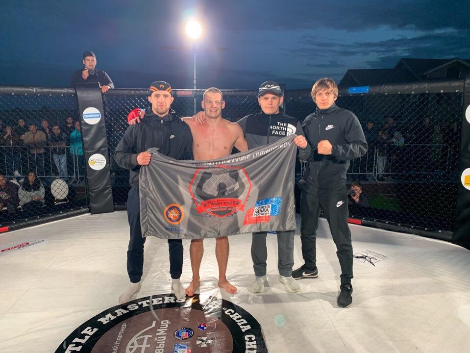 Боец из Кургана победил на турнире в Тюмени
