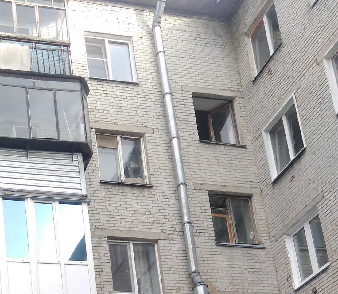В Кургане мужчина выпал с балкона высотки