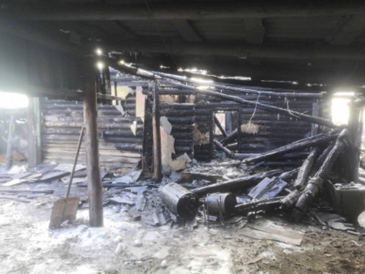 Самодельный обогреватель стал причиной беды: один человек сгорел, второй в больнице
