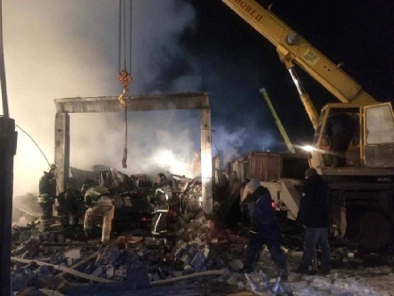 В Кургане в результате хлопка газа рухнул и загорелся дом, под завалами погибла семья