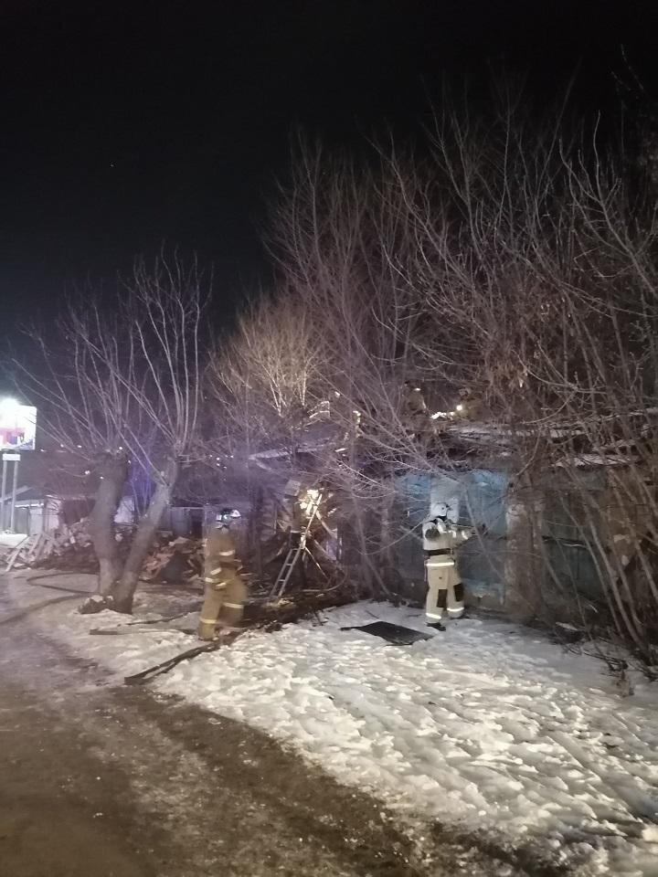 В центре Кургана сгорел заброшенный частный дом, на пепелище обнаружены три трупа