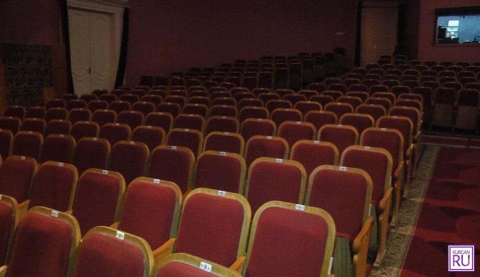 В Курганской области возобновляют работу театры и зимние спортивные секции