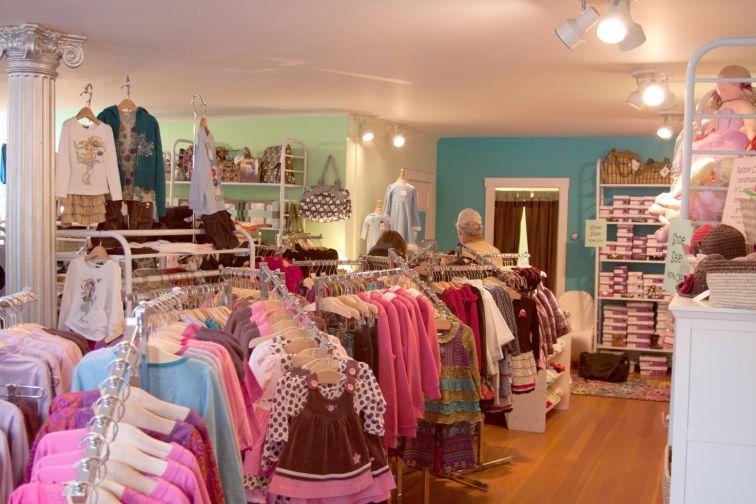 Интерьер магазина детской одежды для девочек