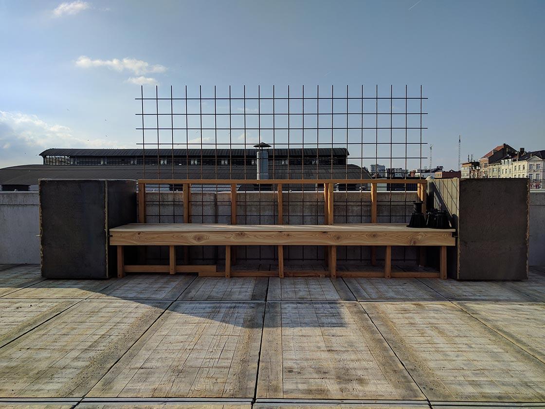 Abattoir_zitbank_in_opbouw