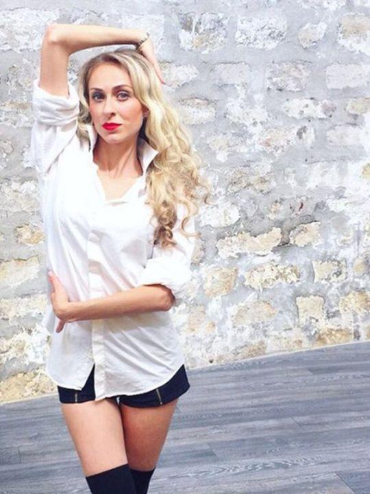 Екатерина Моргунова в мини шортах