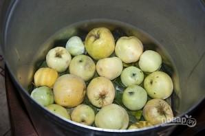 Моченые яблоки в бочке - фото шаг 2