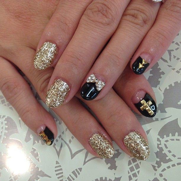 Gold bows for nails