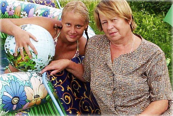 Ольга Сидорова в детстве со своей мамой