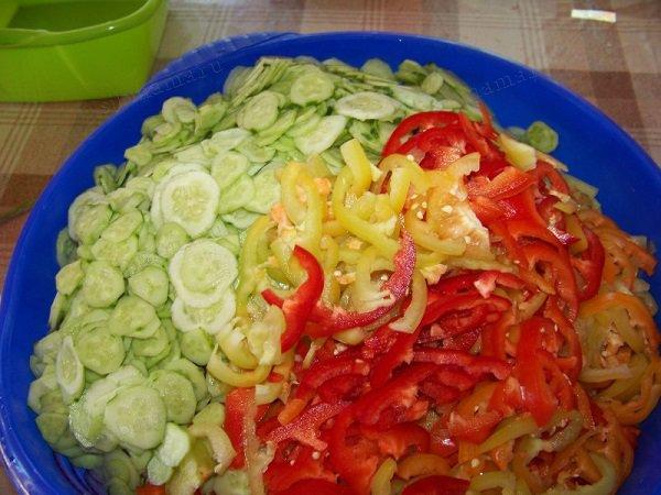Салат из огурцов и капусты на зиму