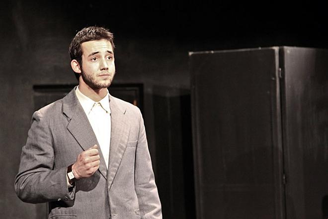 Даниил Певцов на сцене театра