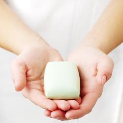 Можно ли мыть лицо жидким мылом
