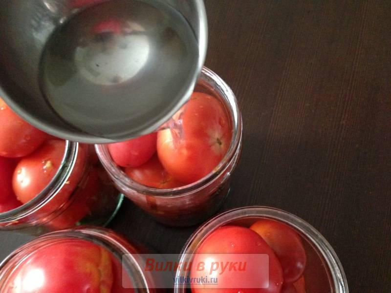 Томаты с виноградными листьями без уксуса