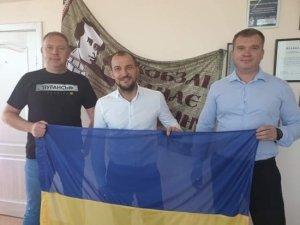 Украинские чиновники и журналисты пообещали приехать в Донбасс