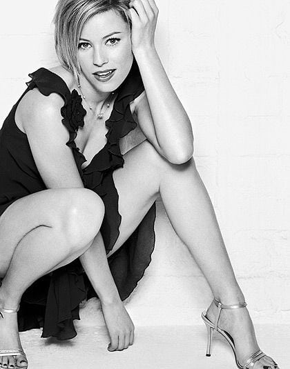 Elizabeth Banks Sexy Legs