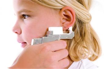 Чем обработать уши после прокалывания