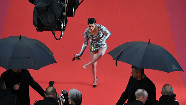 Актриса Кристен Стюарт на красной дорожке в рамках 71-го Каннского международного фестиваля