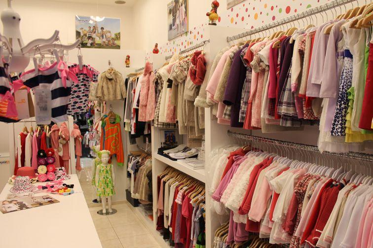 Ассортимент магазина детской одежды в категории от 3 до 10 лет