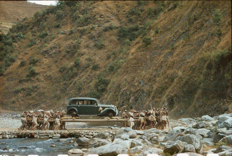 Доставка подаренного Гитлером Mercedes–Benz непальскому королю Трибхувану, 1939 год. история, смотреть, фото