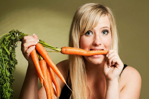 earting-carrots-