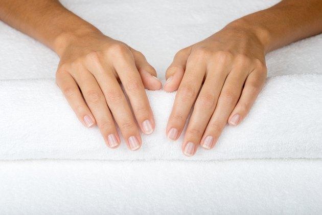 Broken fingernails vitamin deficiency