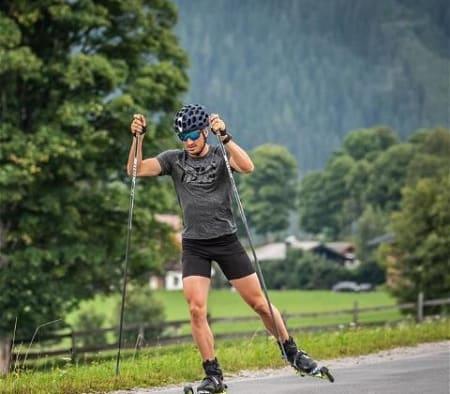 🥁🥁uuund der Profi heisst: JONAS BAUMANN (@buma_1990). Einer der besten Schweizer Langläufer geht mit dir am 25. Juli auf eine Rollski-Runde und gibt dir Tipps & Tricks.Du willst dabei sein, dann schreib uns ein Mail an: davosnordic@davos.chEs hat nur noch wenige Plätze! Der Kurs ist in skating Technik.Mehr Informationen gibt es auf davos.ch/erleben/events#davosnordic #davosklosters#SportsUnlimted #rollski