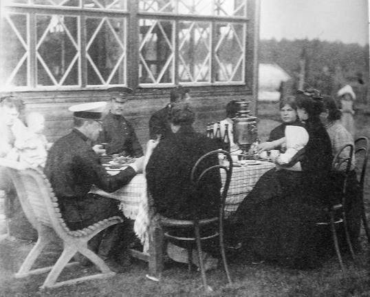 Ижевцы на отдыхе. Фото начало 20 века.