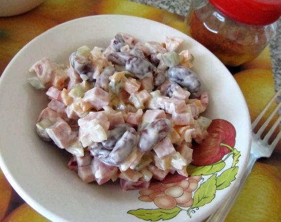 Рецепт салата фасоль с ветчиной