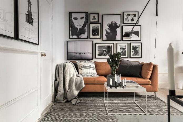 фотографии над диваном в интерьере