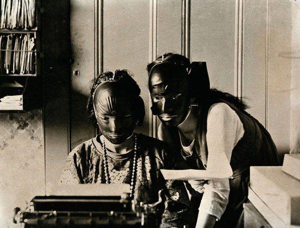 """Резиновые маски """"для красоты"""", использовавшиеся для избавления от морщин и возрастных пятен, 1921 год. история, смотреть, фото"""