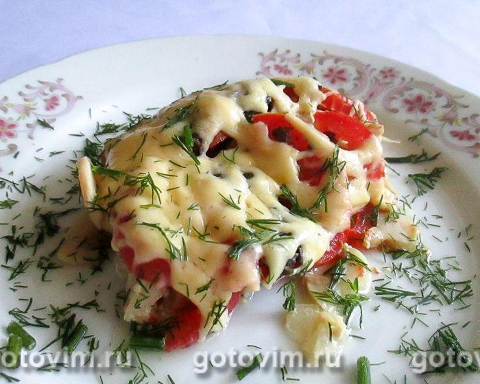 Куриная грудка в духовке с сыром, грибами и помидорами. Фотография рецепта