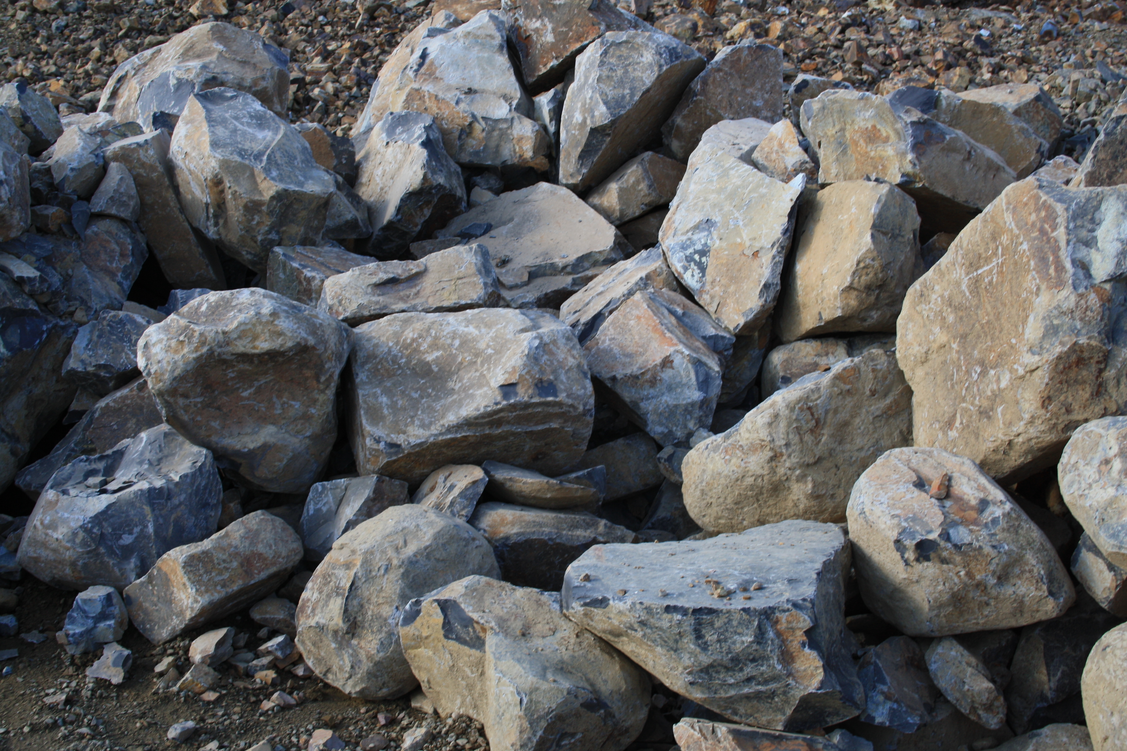 Spalls 500mm 1metre also 1metre rocks castella for Landscaping rocks midland tx