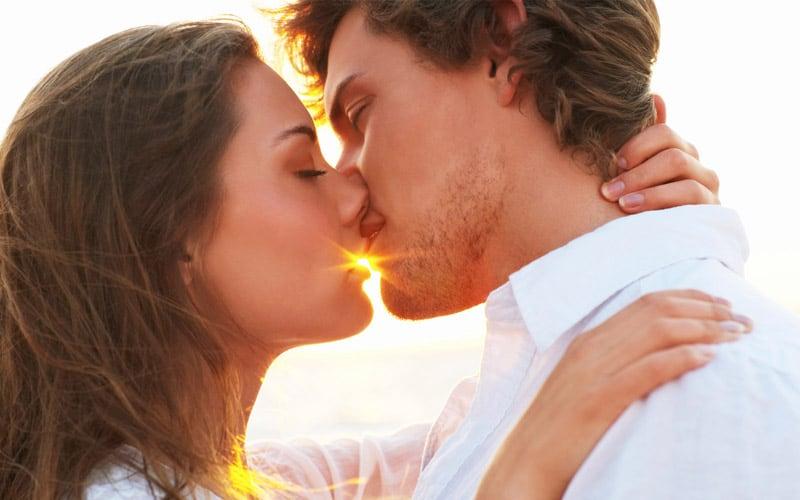 К чему снится как целуются незнакомые люди