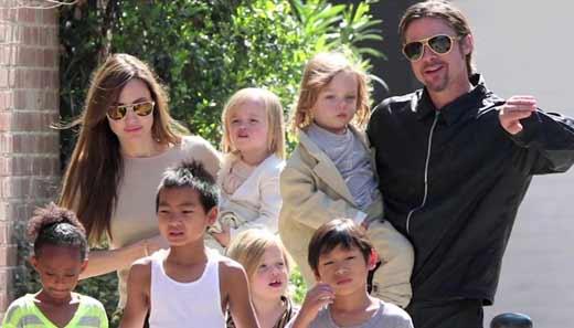 Джоли Питт с детьми